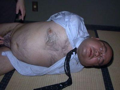 コロコロデブ熊リーマンのこぐま君が性処理道具と化す!