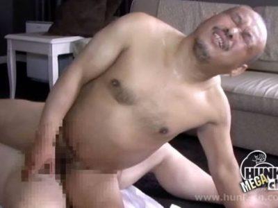 【熟年エロ動画】坊主の強面熟年のケツマンを掘り上げる!