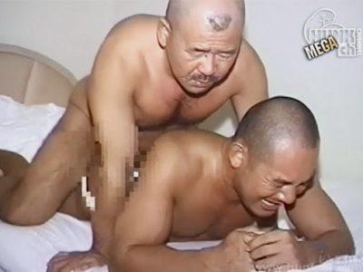 ケツマンコの淋しくて仕方が無い色黒マッチョ兄貴が太マラを咥え込み雄叫びをあげる!