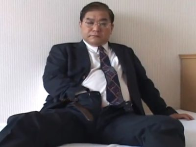【熟年エロ動画】昭和の雰囲気がする熟年リーマンのエロオナニー!