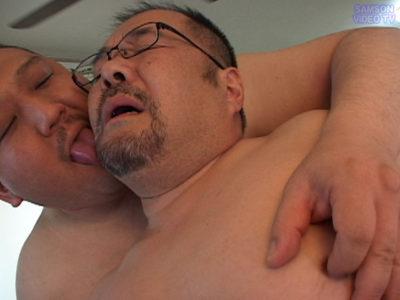 【親父エロ動画】51歳のヒゲ熊親父がモロ感アナルを犯される!
