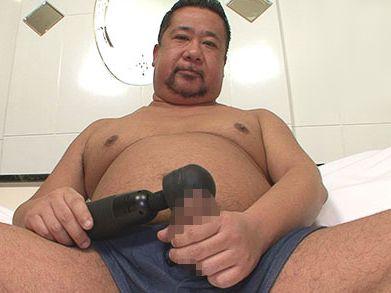 ヒゲ熊親父の電マ全裸オナニー