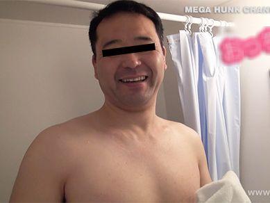 【中年親父動画】人気のおっちゃんシリーズ!40代のむっちり体型の笑顔が可愛い眼鏡の親父が登場!
