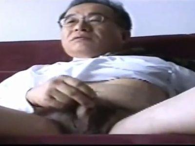 【無料熟年動画】熟年上司のスーツオナニー!