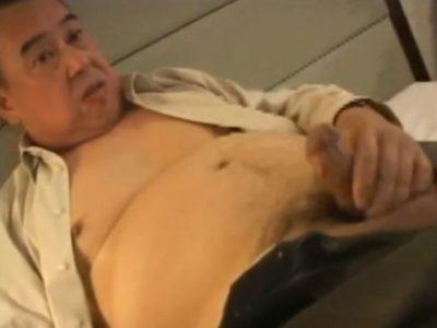 熟年リーマンがホテルで全裸オナニー!