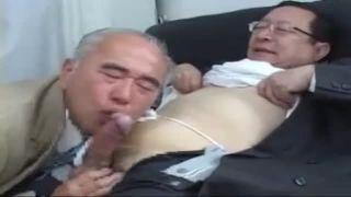 【無料熟年動画】ホテルで熟年リーマンがチンポをしゃぶりケツを掘る!