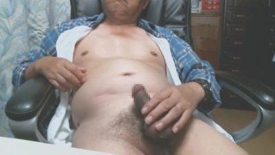 【親父動画】自宅で爺さんビンビンチンポを挑発シコシコ!