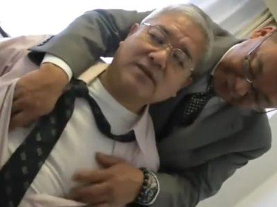 【熟年ゲイ動画】ハンサムな重役親父同士のエロいアナルセックス!
