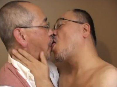 【熟年動画】巨根リーマン親父が生でケツを掘る!