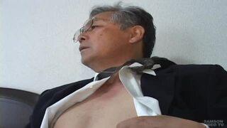 【無料親父動画】重役タイプのカッコいい熟年リーマンのオナニーとアナル責め!