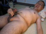 【熟年エロ動画】眼鏡の熟年親父が畳の上で全裸オナニー!