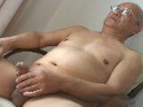 【熟年ゲイ動画】太マラがエロい熟年親父の全裸オナニー!
